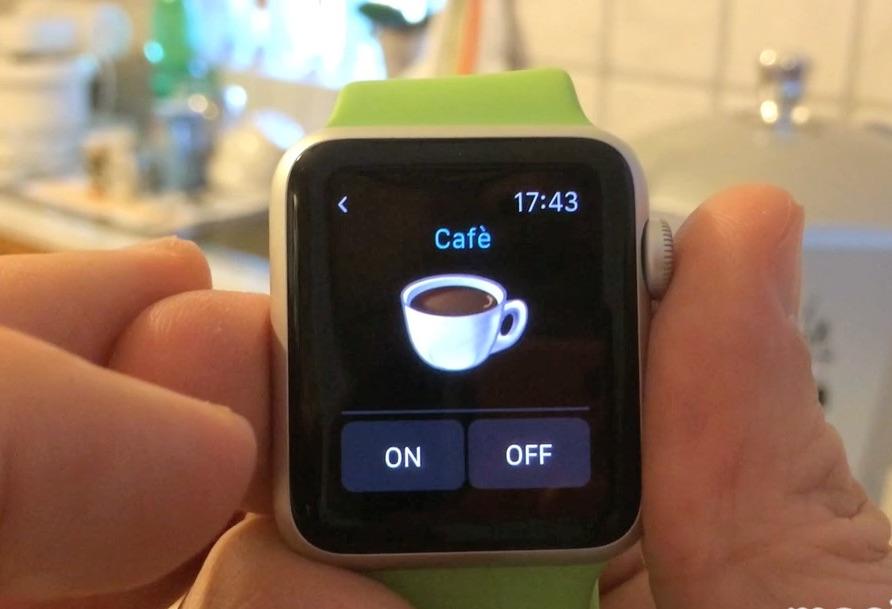 prepara il caffè con lo smartwatch